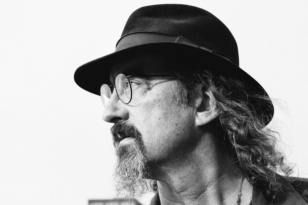 profiled portrait of James McMurtry