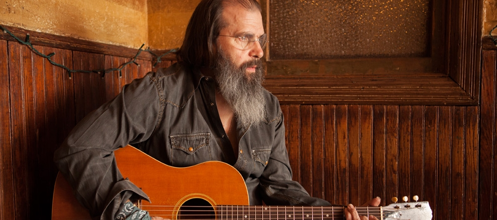 image of Steve Earle with a guitar