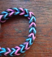 Kids Zone: Loom band bracelets-MR