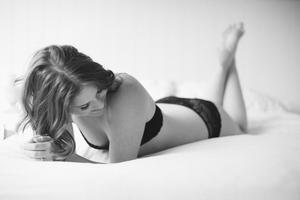 Roe Boudoir Mini Sessions