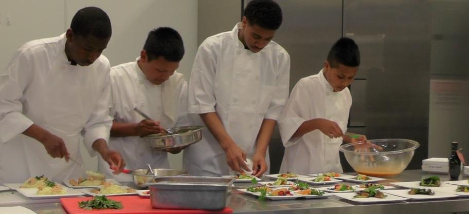P&P students preparing food