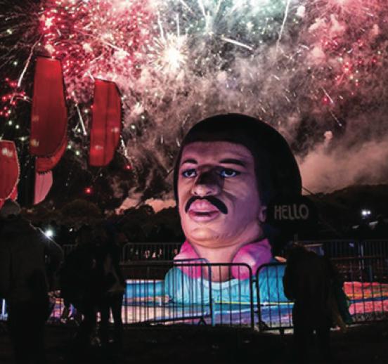 Lionel Richie's Gigantic Inflatable Head
