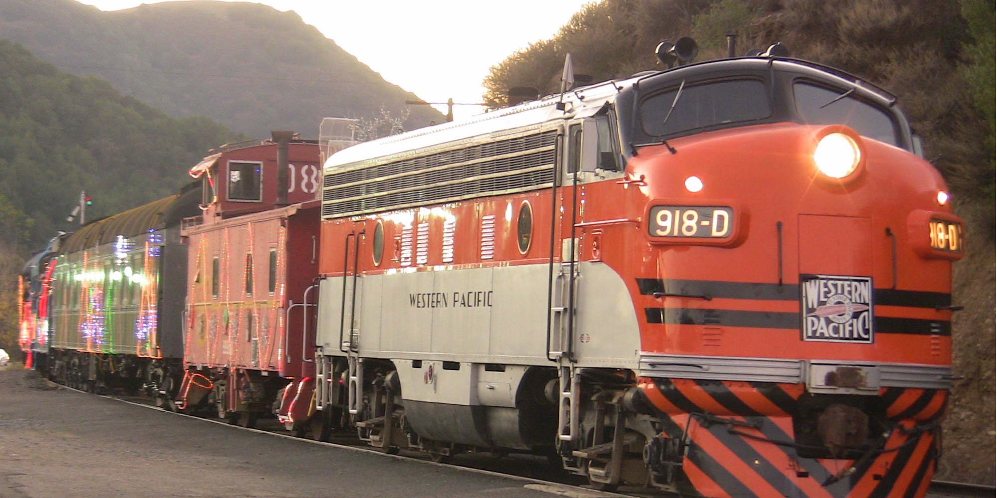 Niles Canyon Railway x-WP 918D pull the Train of Lights into Sunol