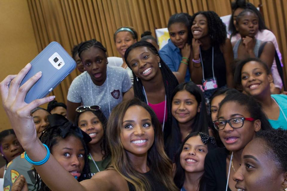 Meagan takes a selfie with the girls!