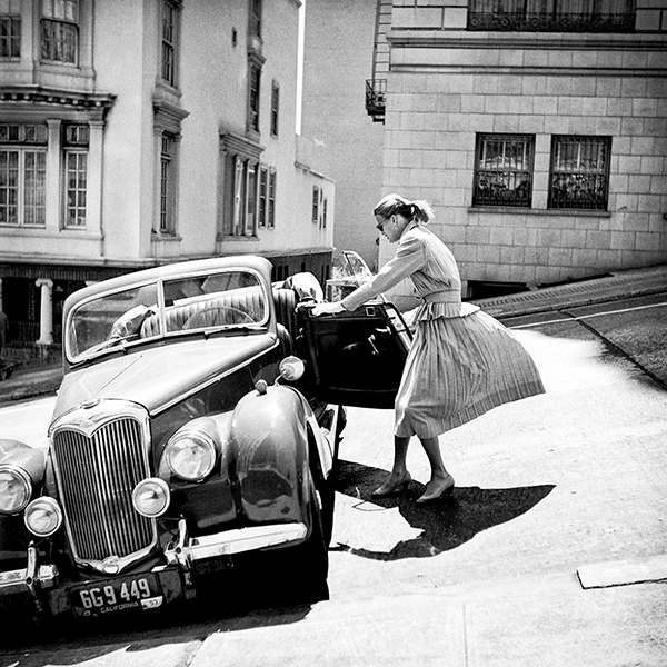 Anne With Riley, Parking on the Steep Hill Just Below the Mark Hopkins Hotel, 1940-50s, © Fred Lyon, Courtesy Peter Fetterman Gallery