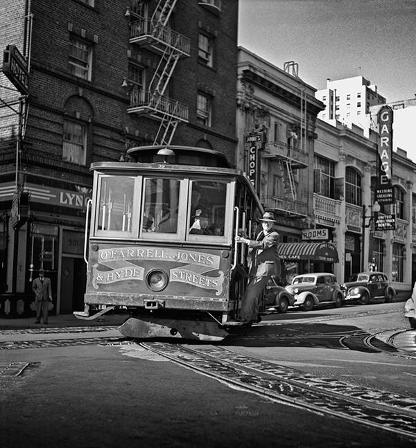 S.F. Cable Car Thrill Ride, 1946, © Fred Lyon, Courtesy Peter Fetterman Gallery