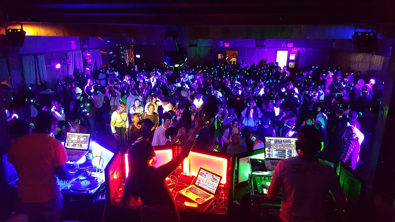 3 DJs @ Silent Party