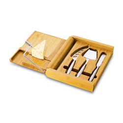Set of cheese knives from Jarlsberg USA