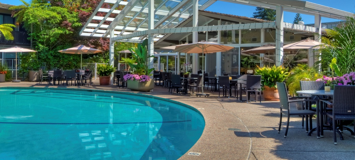Epic Young Professionals Meetup Dinah 39 S Poolside Restaurant Tickets Tue Aug 23 2016 At 5 30