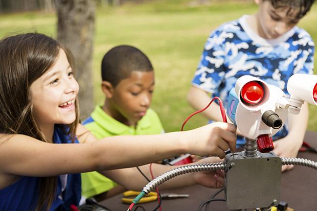 children build robot at shorecrest