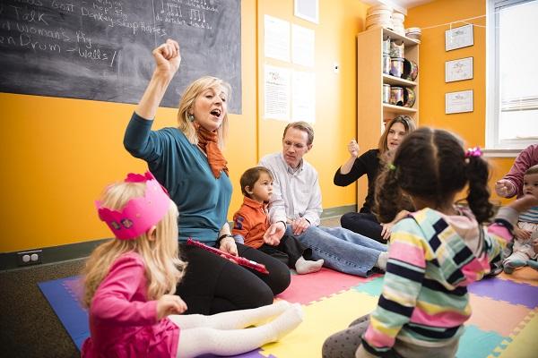 Brenda Morie in a Musikgarten Class