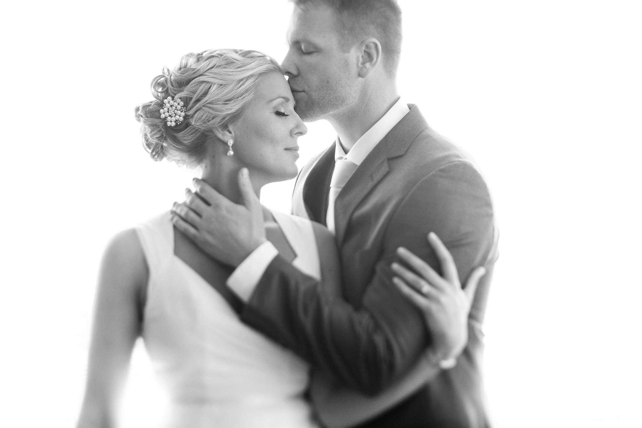 wedding photography class, backlit glowy portrait of bride and groom
