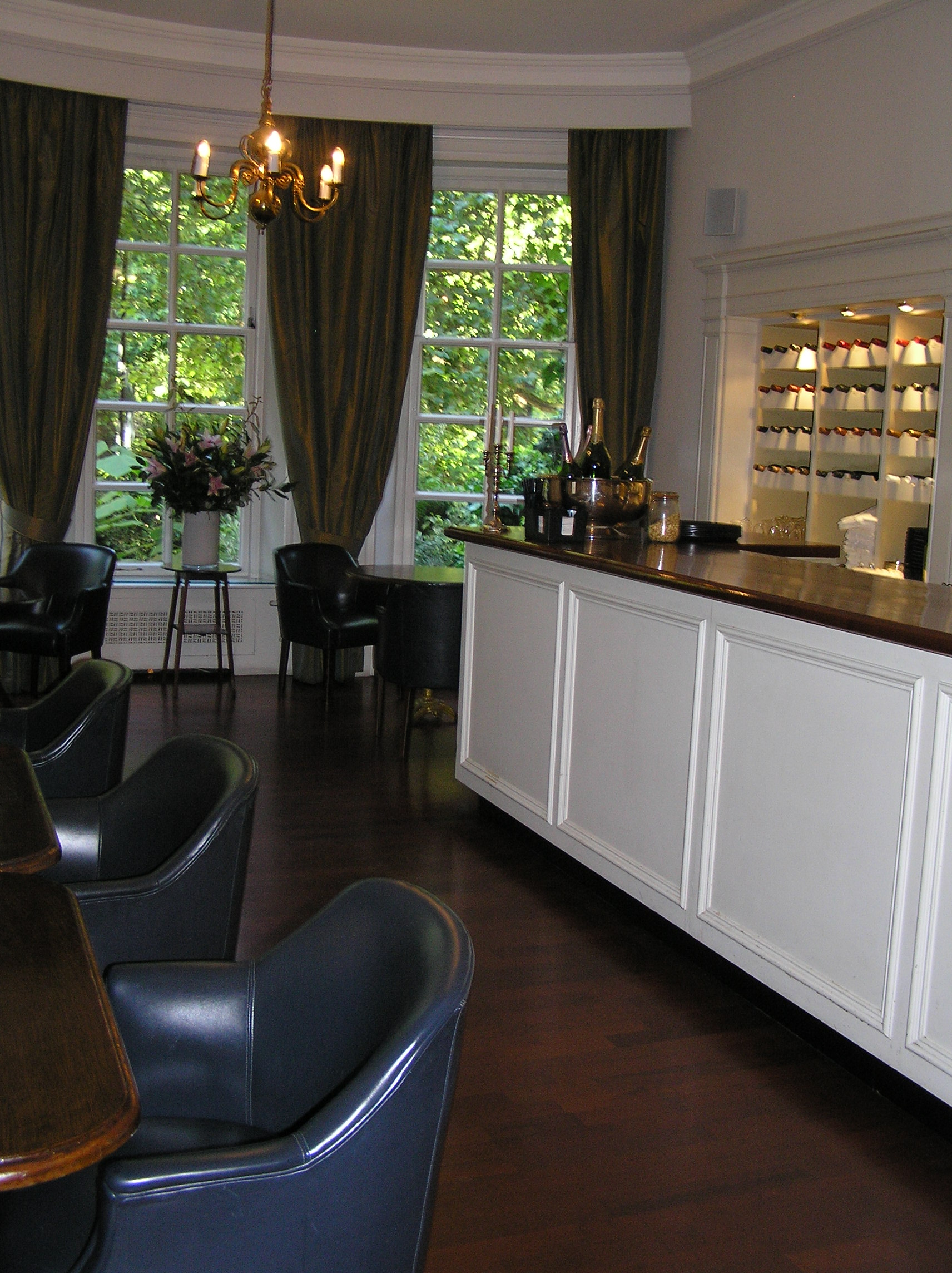 Club Bar