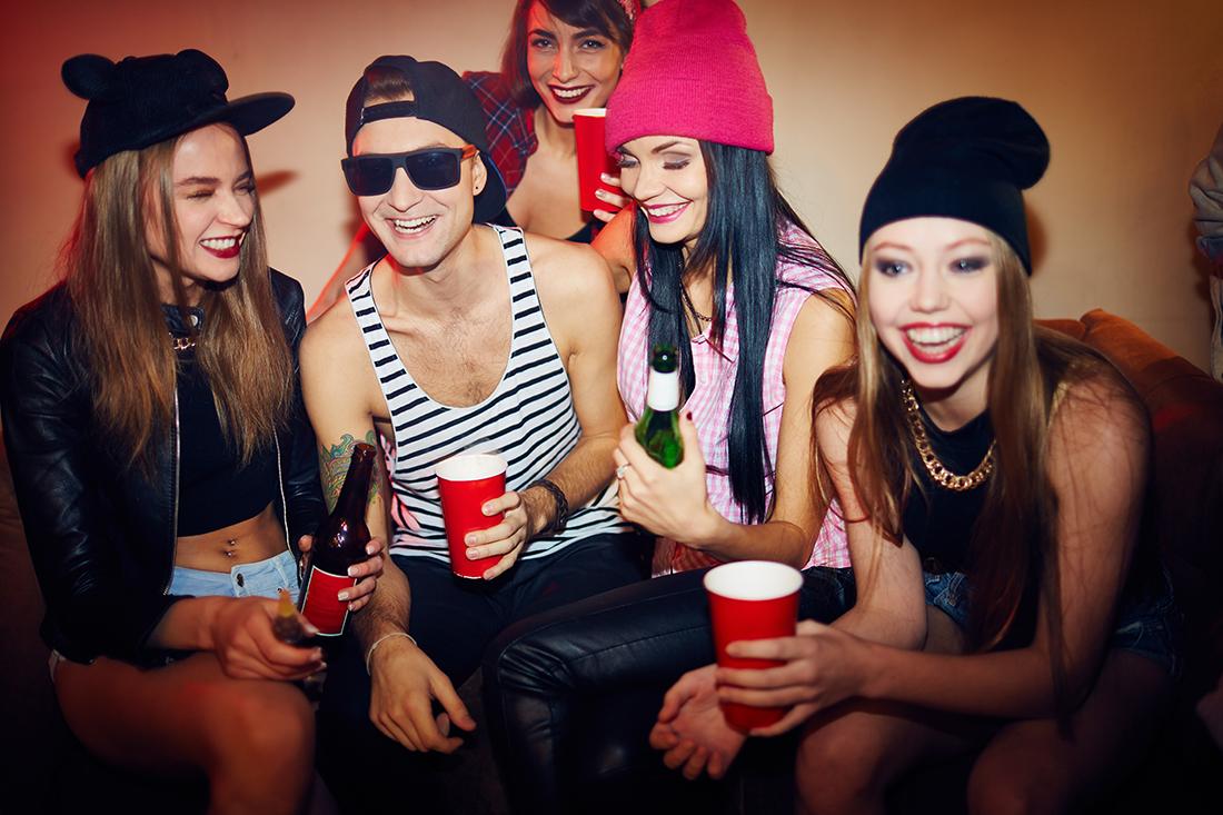 Русские студенты на секс вечеринке, Русские порно вечеринки: смотреть секс видео онлайн 9 фотография