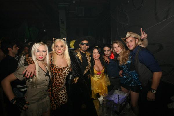 halloween trolley bar crawl milwaukee 2 night event