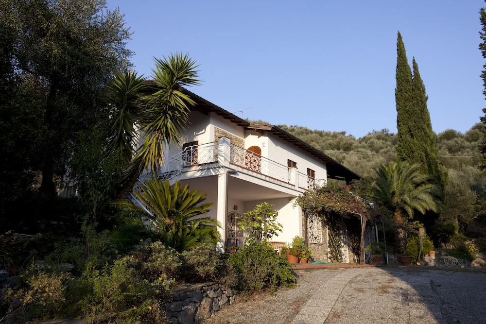 Villa Angelo - Espcaping from Winter mit Windhund und Podenco
