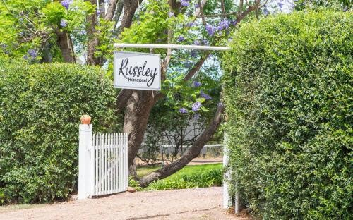 Gate with name Russley