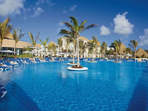 HRH Punta Cana pool