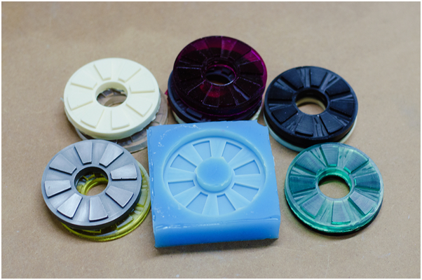 Colorful cast plastic discs and silicone mold