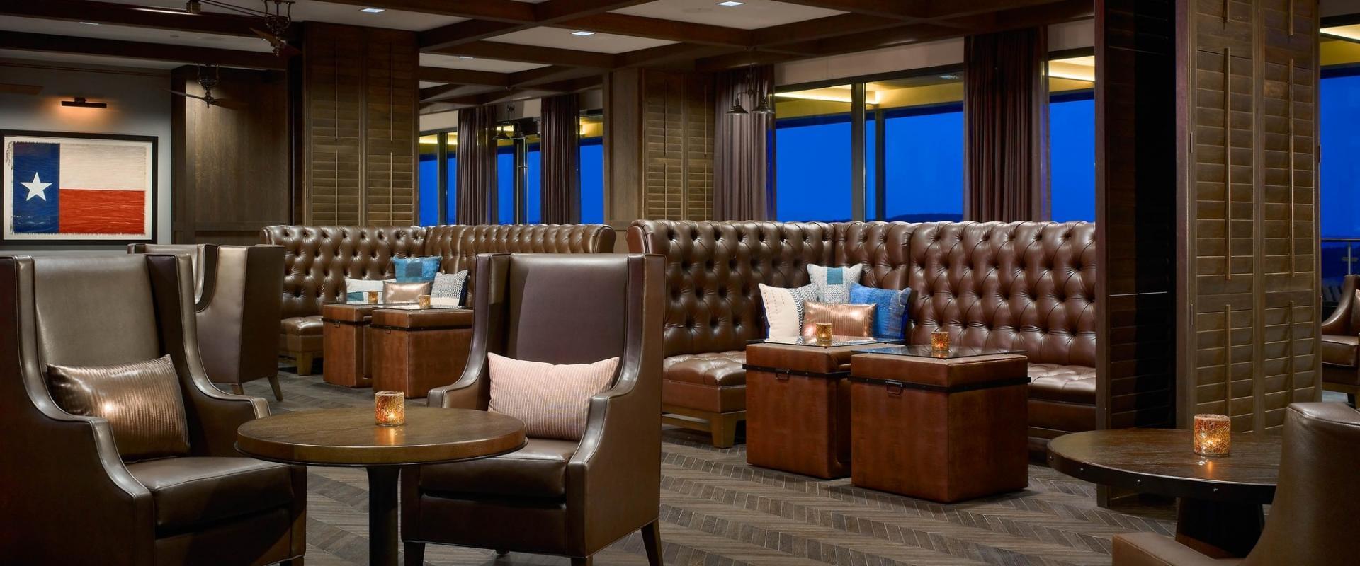 Meridian 98 Lounge at Sonesta Hotel