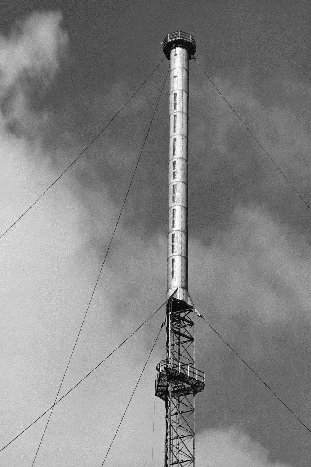 2 m dia., 32 m long cylinder, 32 vertical slots, horizontally-polarized, 25kW, Band II (87.5-108 MHz)