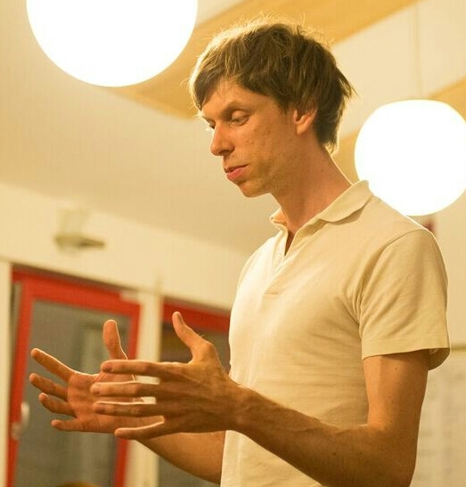 Andreas lecturing