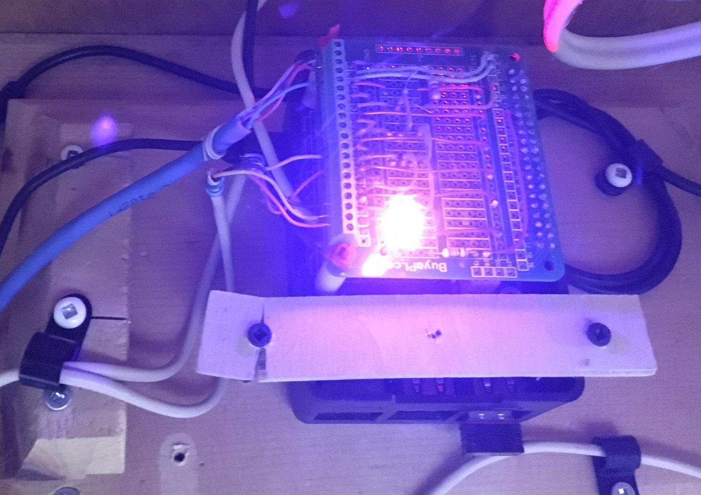 Photo1: Pi2B avec carte relais et PCB custom