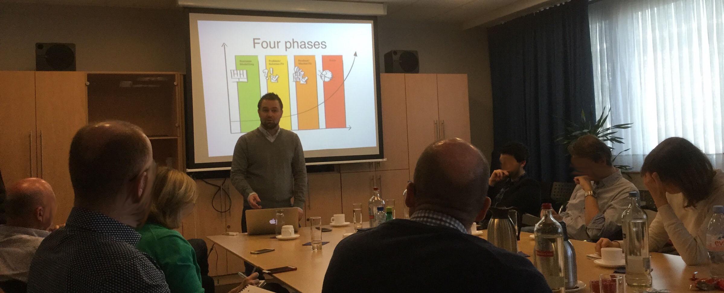 Playing Lean workshop - Lean Startup 101