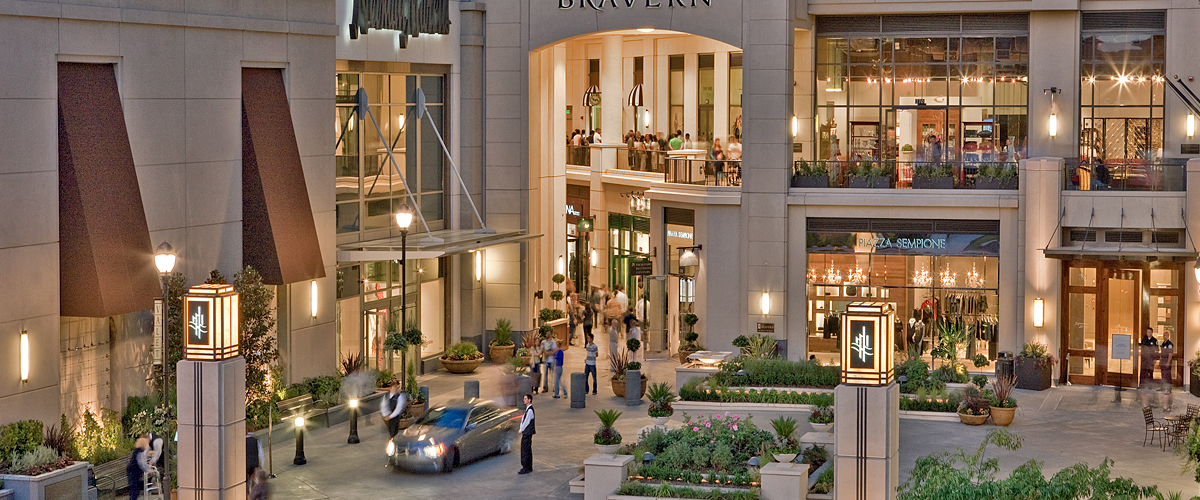 Oct 09,  · Bellevue Square is the largest component of four upscale shopping areas all interconnected into a massive mall spread over four city blocks contains. The three hundred plus stores offer you virtually any shop or product you might be searching for/5().