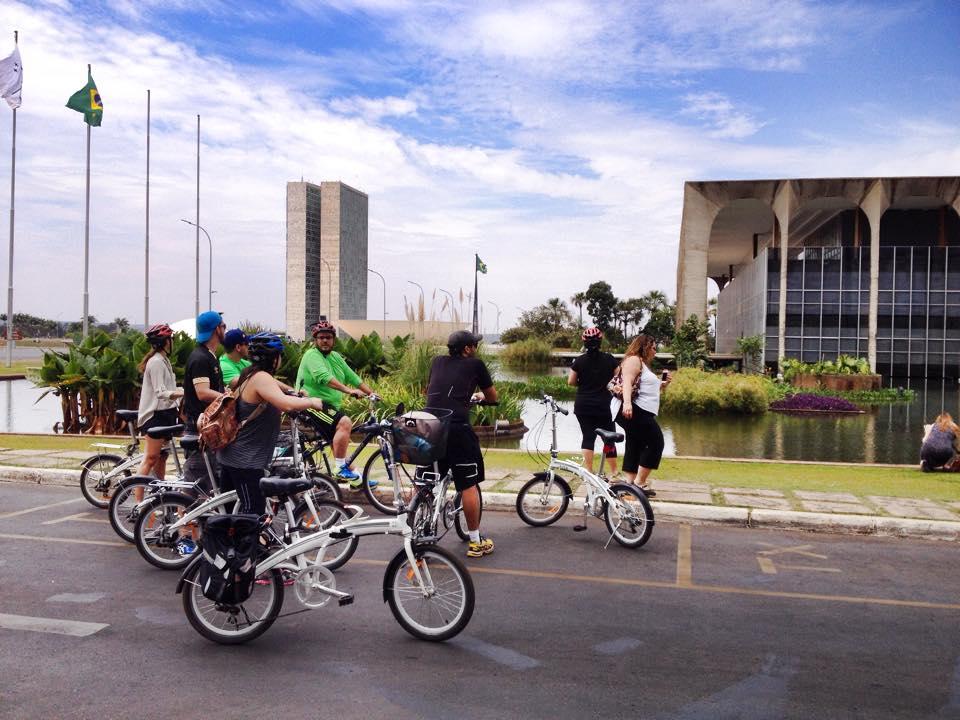 Bike tour do Eixo Monumental com a Camelo Bike Tour