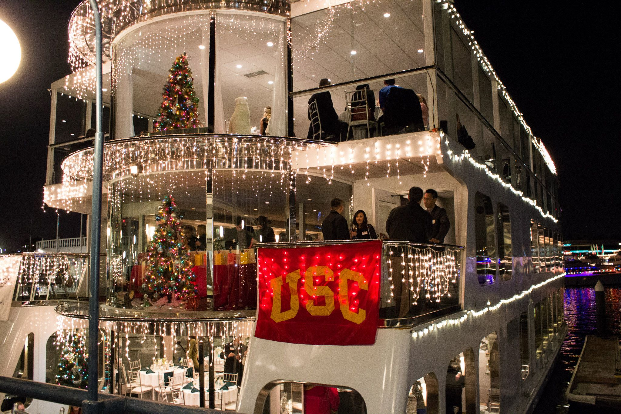 14th Annual USC at the Newport Beach Christmas Boat Parade Tickets ...