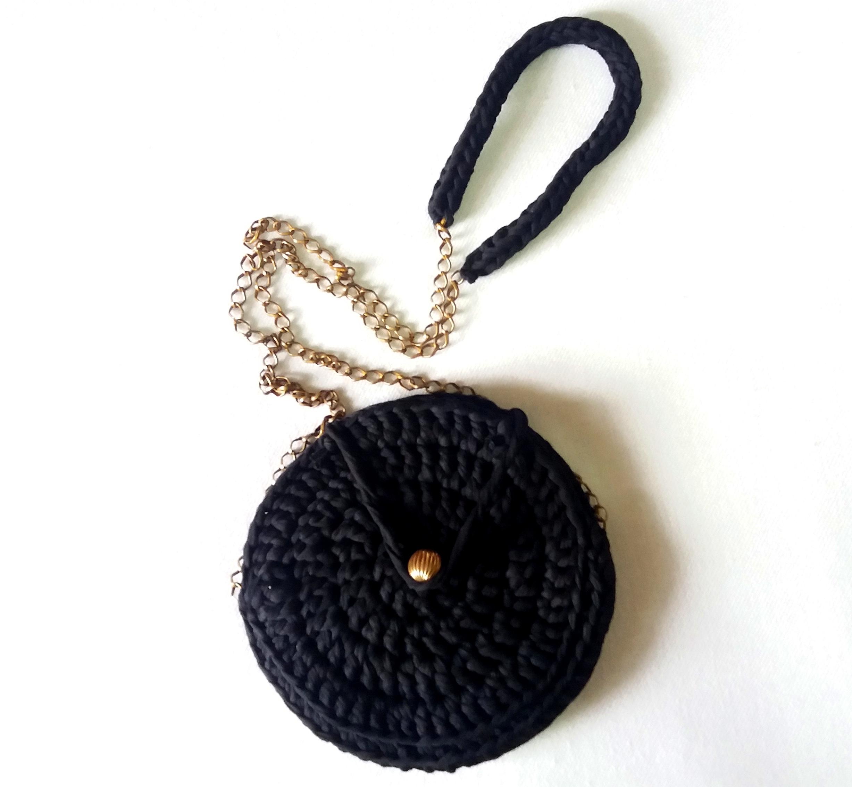 Bolsa tiracolo em crochê com fio de malha.