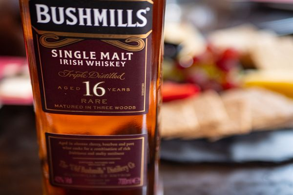 Dublin Whiskey Tours - Deluxe Food & Whiskey Experience