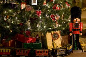 HOLIDAY CANDLELIGHT TOURS AT THE HEURICH HOUSE MUSEUM -...