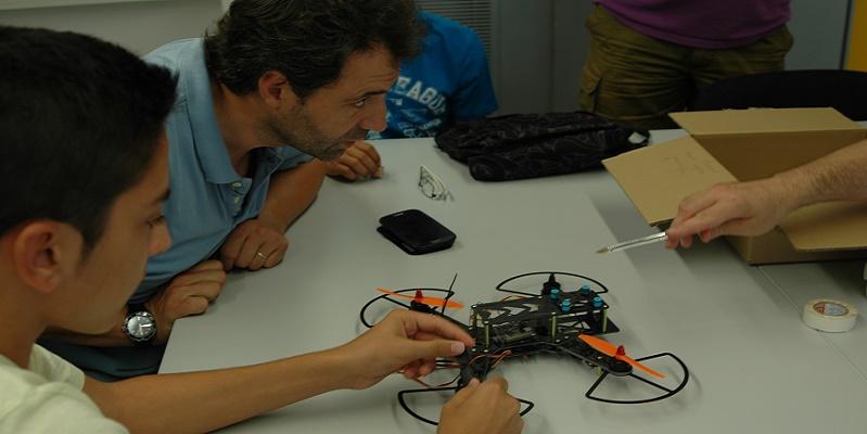Deflydrone Taller fabricacion drones