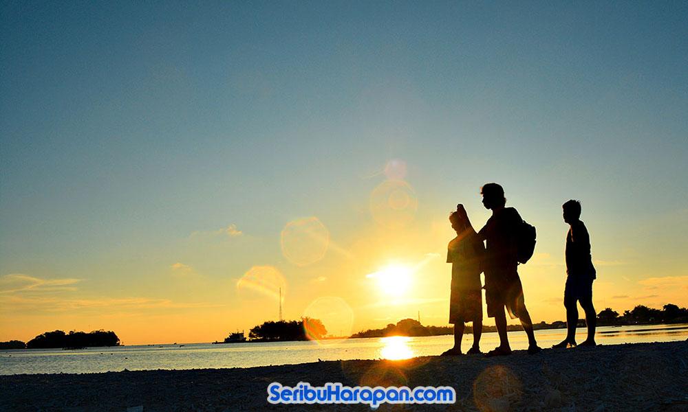 senja di pulau harapan
