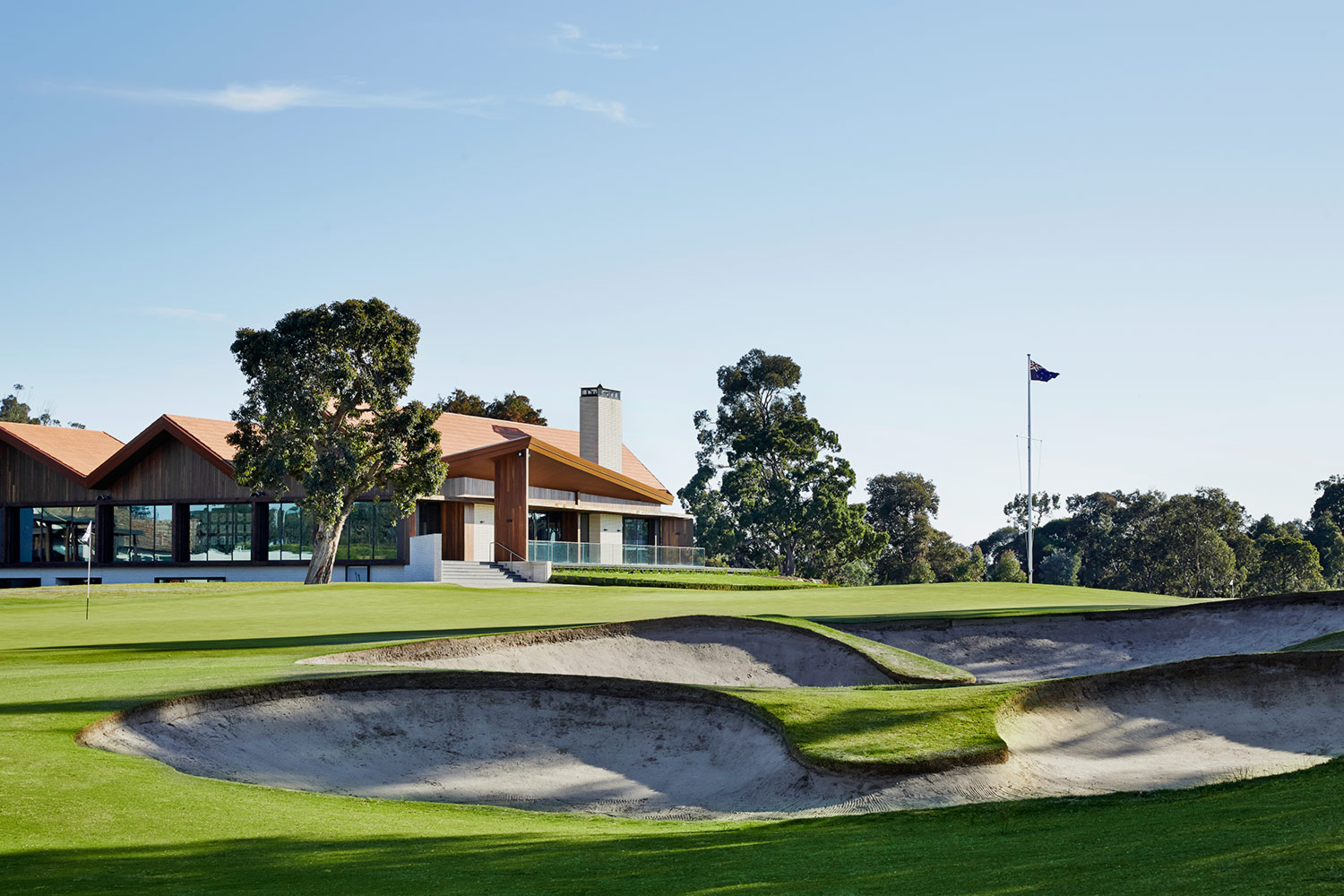 Huntingdale Golf Club by Peter Clarke