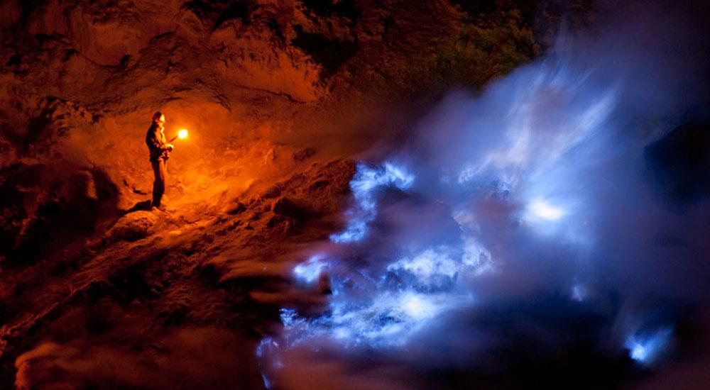 blue fire api biru kawah ijen banyuwangi