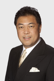 Offical photograph of Vancouver City Councellor Kerry Jang
