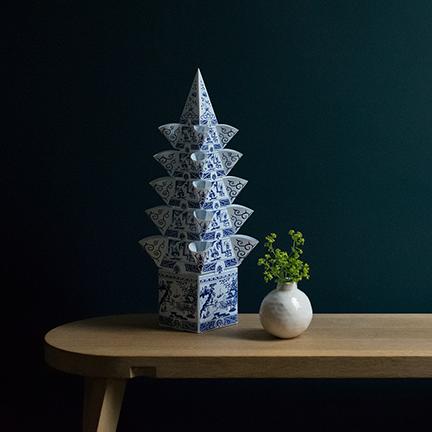 Plastic Tulipiere with a ceramics pinch pot.