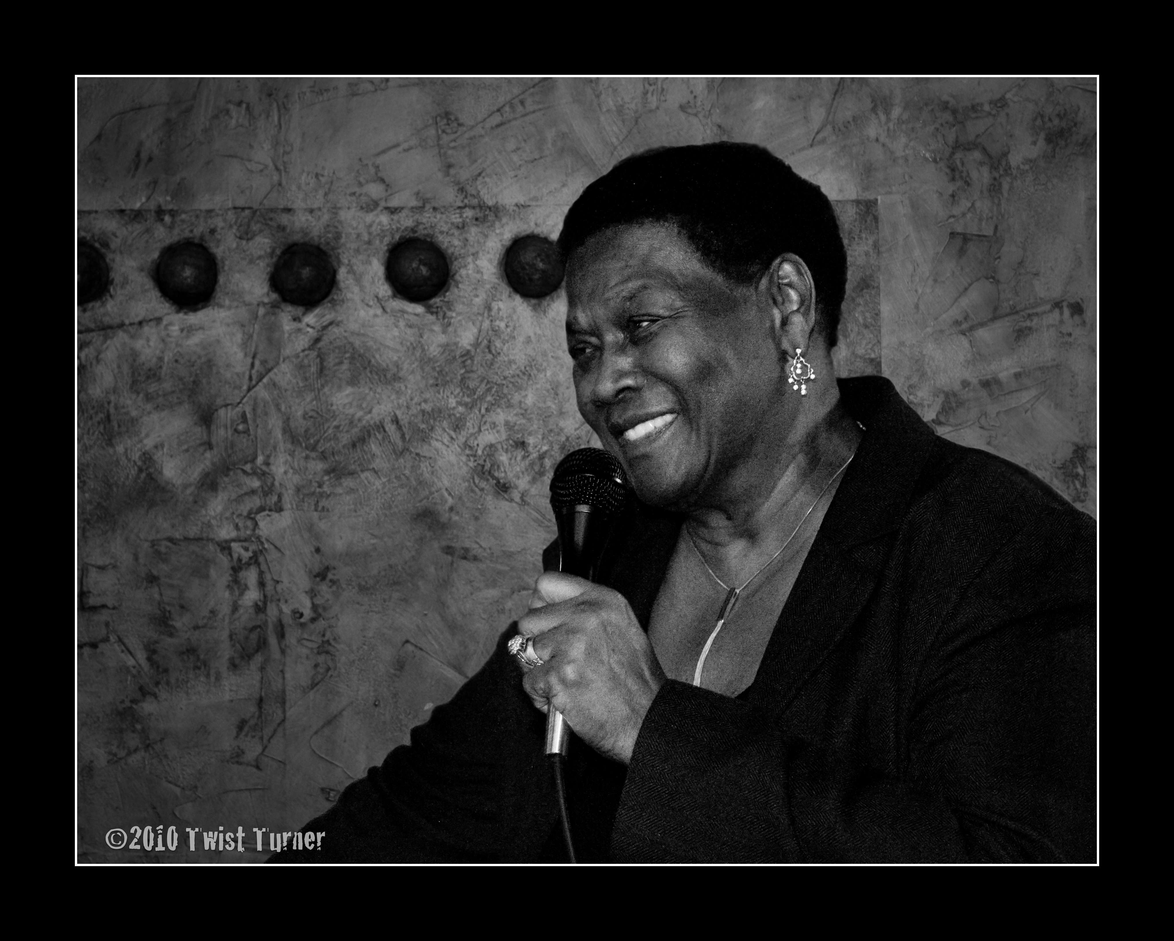 Mary Lane sings on the Chicago Blues Weekend