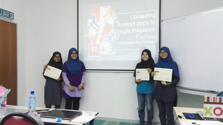 Participants from FTE,UTHM with the Flash4Mobile trainer (Oct 2016).