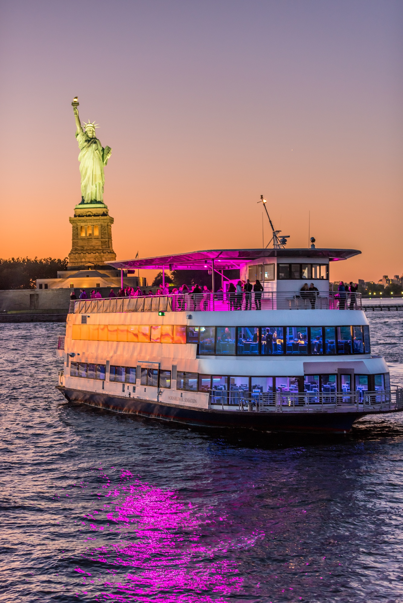 July 4th Elegant Dinner Cruise with Premium Entertainment