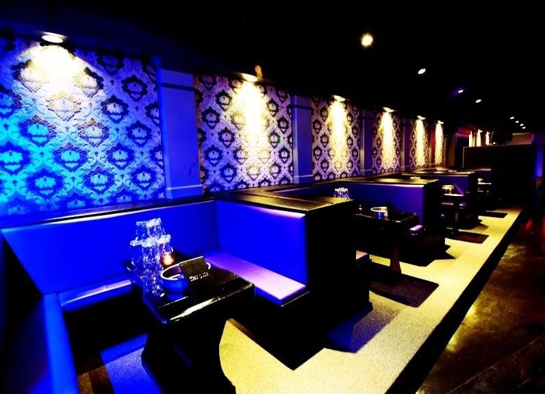 Throne lounge interior
