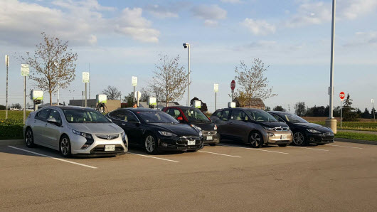 5 EV's Charging on the South Side Charging stations