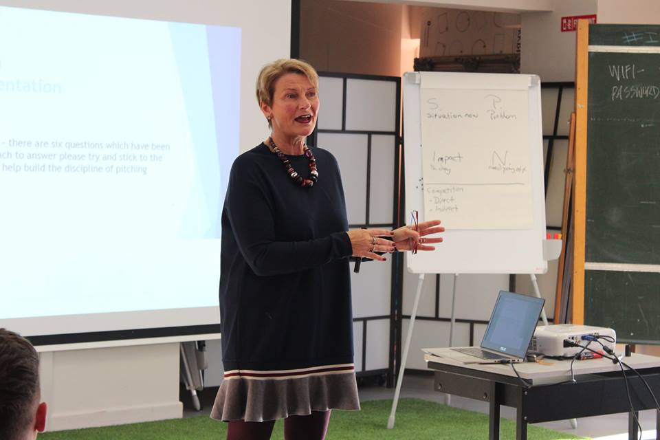 Investment consultant providing workshop on business planning