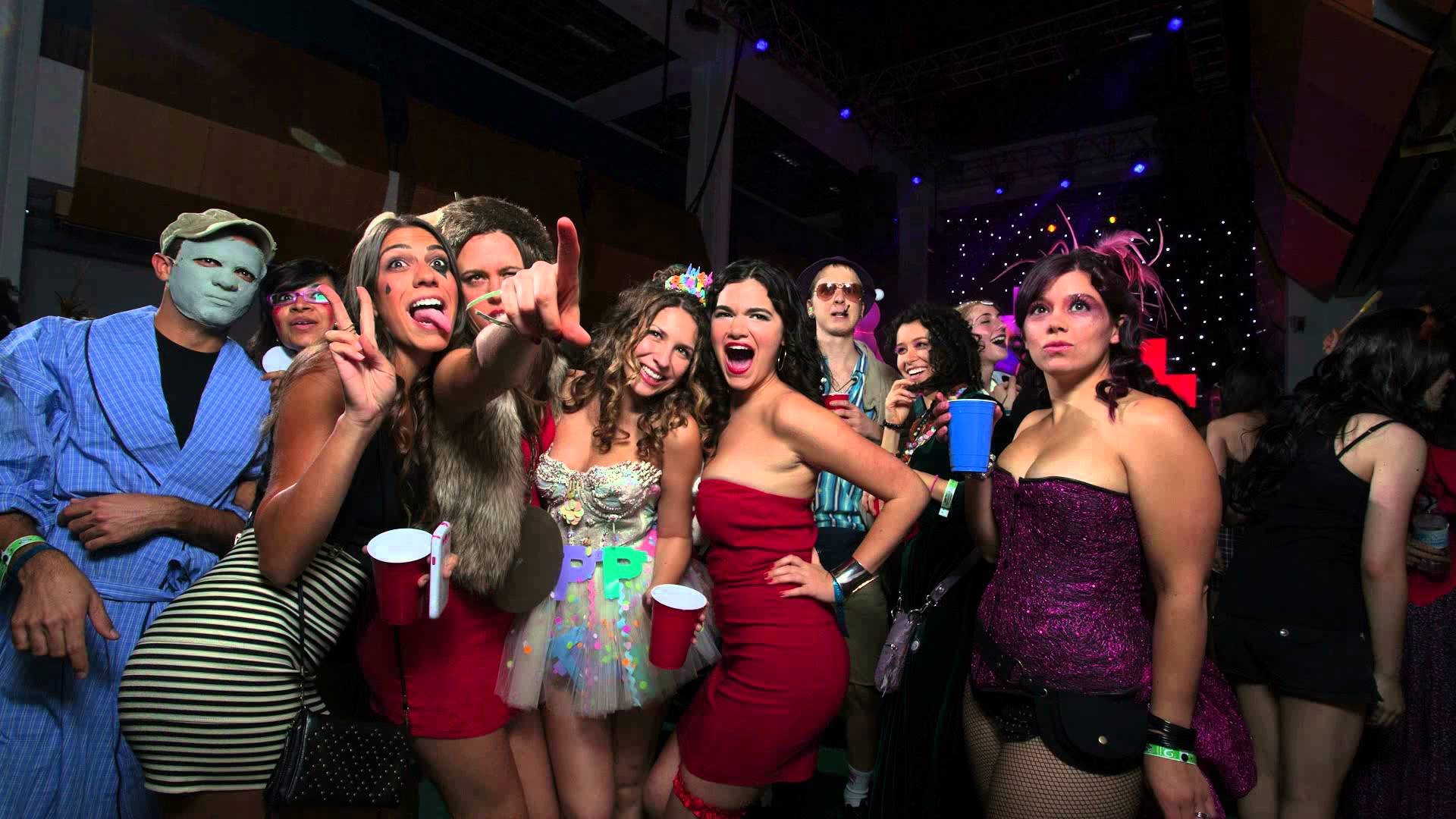 come party with over 1 million people in las vegas for the biggest partyies - Halloween Night Party