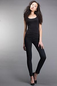 Mannequin de l'agence Mode é Arto en noir