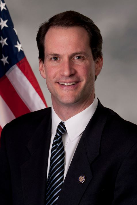 Portrait photo of Jim Himes
