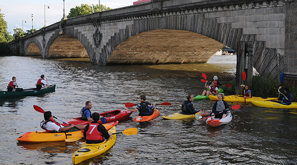 Paddlers at Kew Bridge